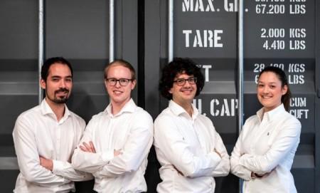Freuen sich über die Auszeichnung zum innovativsten Start-up des Jahres: v. l. Steffen Vogelsang, Gereon Deppe, Thomas Reiher und Anne Düchting:Foto WaMa Kollektiv, Qibin Wang