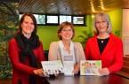 Viele der Seminare im Haus Neuland in Bielefeld sind als Bildungsurlaub anerkannt. Die Pädagoginnen Nadja Bilstein, Carola Brindöpke und Monika Hansel (von links) präsentieren die Jahresprogramme Bildungsbereiche  pädagogische Weiterbildungen im Kita-Bereich. für die drei großen Politische Seminare,Fortbildungen Foto: Haus Neuland