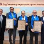 Uni Nowgorod verleiht Ehrendoktorwürde an die Professoren Budde und  Jungmann