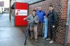 (v.l.): Museumsleiterin Christiane Hoffmann freut sich über die neue E-Bike-Ladesäule, die in Kooperation mit Stadtwerk-Geschäftsführer Torsten Fischer und Klimaschutzmanager Hans Fenkl aufgestellt wurde. © Stadt-Rheda-Wiedenbrück