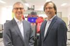 Prof. Dr. Günter Maier (l.) und Prof. Dr. Gregor Engels forschen dazu, wie sich die Digitalisierung positiv für Beschäftigte gestalten lässt. © Universität Bielefeld