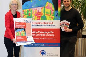 Klimaschutzmanager Hans Fenkl und Umweltberaterin Dorothee Kohlen geben den Startschuss für die Aktion Thermografie plus Energieberatung. © Stadt-Rheda-Wiedenbrück