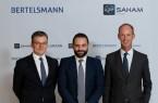 Von links: Thomas Mackenbrock (CEO Arvato CRM Solutions), Moulay Mhamed Elalamy (Repräsentant der Saham Gruppe) und Thomas Rabe (Vorstandsvorsitzender von Bertelsmann).