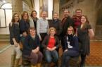 Der neue Jugendamtselternbeirat (JAEB) der Stadt Bielefeld zum Gruppenfoto im historischen Rathaus, wo die regelmäßigen Versammlungen stattfinden.