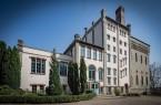 Seit 1990 ist die Freie Waldorfschule Lippe-Detmold e.V. im denkmalgeschützten Gebäude der alten Falkenkrug-Brauerei beheimatet.