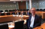 Burkhard Schmidt-Schönefeldt, Geschäftsführer von ruf Jugendreisen, vor der Sitzung des Tourismusausschusses im Deutschen Bundestag.Foto: DRV