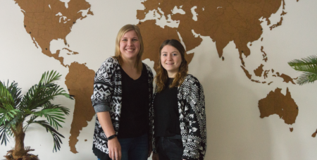Botschafterinnen für eine Ausbildung zur Tourismuskauffrau: Sarah Klemme und Carolin Hens (v. l.)
