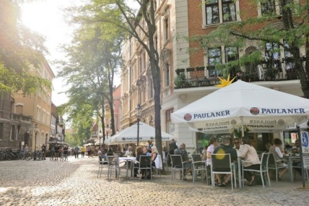 Rein in die Innenstadt, raus in die Sonne: Am 1. April startet die Freiluftsaison in Braunschweig. (Foto: Braunschweig Stadtmarketing GmbH/Daniel Möller)
