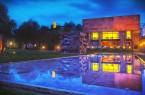 """Bildzeile: """"Die Kunsthalle Bielefeld bildet bei den Nachtansichten gemeinsam mit dem Museum am Waldhof und dem neuen Kunstforum Hermann Stenner ein Museums-Dreieck am Rande der Altstadt."""" Foto: Bielefeld Marketing/Sarah Jonek"""