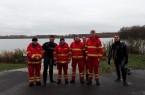 Horst Starke (von links) und Michael Breker haben Jonas Wittrock, Kai Bröker, Johannes Sprenger sowie Christoph und Andreas Bartella von der DLRG-Ortsgruppe Brakel zur bestandenen Einsatztaucher-Prüfung gratuliert. Foto: DLRG Brakel