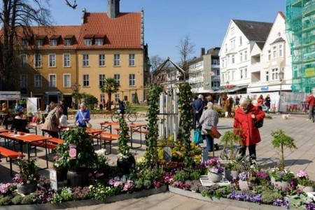 Der Frühling zieht in der Gütersloher Innenstadt.