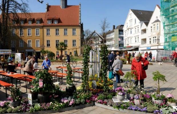 Der Frühling zieht in der Gütersloher Innenstadt. Foto: Klaus Ottenberg