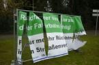 Die Banner an der Haller Straße in Isselhorst wurden von Vandalen beschädigt.