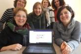 Vor dem Eingang an der Alsenstraße freut sich das Team vom Mädchentreff Bielefeld über das neue Logo,  von links nach rechts: Eike Bartheidel, Conny Beyer, Annika Schürmann, Necla Akbaba, Sibel Gören, Regina Puffer. (copyright Mädchentreff Bielefeld e.V.)
