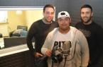 """Alex Steinert (Stoneart Productions), Piton und Nahir Aslan (Emstorschule) im  hauseigenen Tonstudio """"Studio 78""""."""