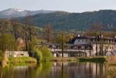 Schloss Wernersdorf erhält einen modernen Anbau mit Blick aufs Riesengebirge und die Burgruine Kynast. Foto: Christopher Schmidt-Münzberg