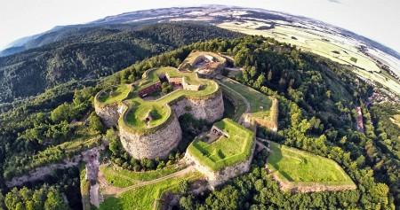 Nahe der Festung Srebrna Góra (Silberberg) gibt es einen neuen Sinngle-Trail. Foto: DOT