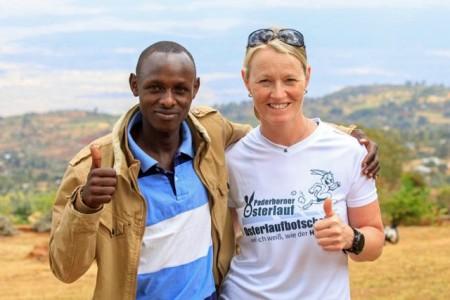 Tanja Neumeier trifft den Osterlauf-Sieger 2018 Emmanuel Kiprono. Er ist die 10km Distanz in Weltjahresbestzeit mit unglaublichen 27:26 min. gelaufen. Foto: Norbert Wilhelmi