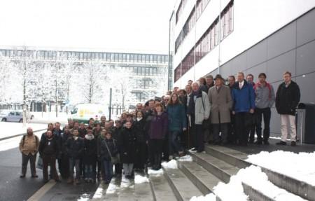 (Universität Paderborn): Teilnehmerinnen und Teilnehmer der vorangegangenen Arbeitstagung Flüssigkristalle 2013.