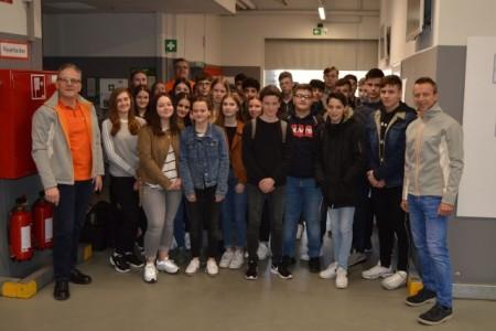Vor allem Schülerinnen und Schüler nutzten den Tag der Logistik, um sich über die vielfältigen Ausbildungs- und Berufsmöglichkeiten zu informieren.