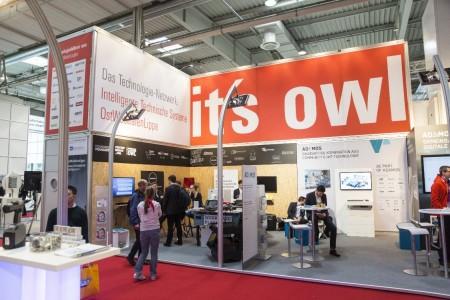 Auf dem OWL-Gemeinschaftsstand präsentieren insgesamt zehn Start-ups ihre Konzepte. Fotos: OWL GmbH
