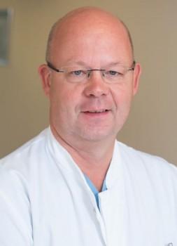 Hendrik-F.-Hinrichs informiert über Behandlungsmöglichkeiten bei einem Schlaganfall.