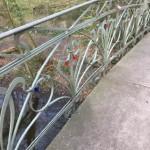 Reparaturarbeiten an Geländer und Brücke im Weserglacis