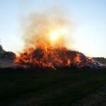 23 Osterfeuer brennen in Minden