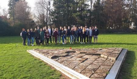 Bürener Jugendliche bereiten sich mit Jan Hoffmeister, Treff 34, auf die Gedenkstättenfahrt nach Berlin vor.