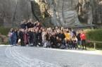 1: Deutsche und spanische Schüler und Lehrer, sowie Arne Brand posieren vor den Externsteinen. Foto: Landesverband Lippe
