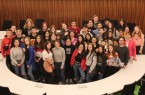 Stellvertretende Bürgermeisterin Monika Paskarbies begrüßt katalanische Schülergruppe  im Ratssaal Foto: Stadt Gütersloh