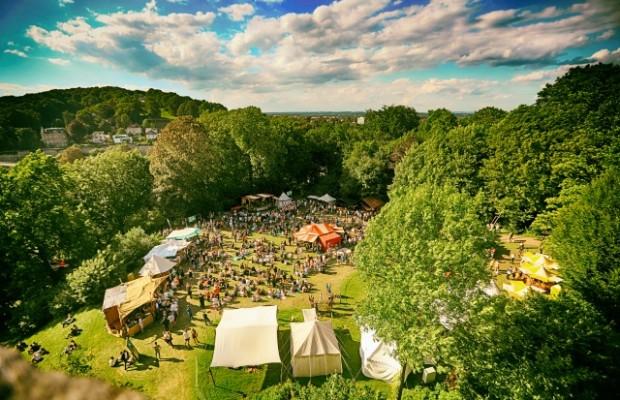 Zum Mittelalter-Spektakel im Schatten der Sparrenburg kommen jedes Jahr Tausende Besucher aus der ganzen Region. Foto:  Bielefeld Marketing/ Sarah Jonek