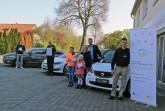 """Hans Carree (Ford Lückenotto), Dietmar Kirchner (Fahrschule Paul Kirchner),  Familie Busche (Busche Automobile) und Organisator Hans Fenkl freuen sich auf den """"Tag  der Elektromobilität"""" und werden für einen umfangreichen Elektroauto-Fuhrpark sorgen."""