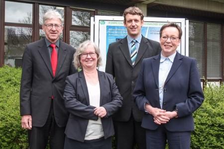 (Universität Paderborn): Prof. Dr.-Ing. Joachim Böcker, Simone Probst, Dr.-Ing. Karl-Stephan Stille und Regierungspräsidentin Marianne Thomann-Stahl.