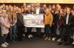Schülerinnen und Schüler machten am Girls` und Boys` Day ihre eigenen Erfahrungen in der Stadtverwaltung Gütersloh, wo sie im Ratssaal von Bürgermeister Henning Schulz begrüßt wurden.