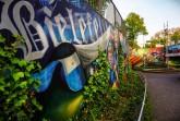 Schon beim Start der Führung an den Graffiti-Wänden nahe der Rudolf-Oetker-Halle ist die Verbindung von Kiez und Arminia Bielefeld sichtbar. Foto: Bielefeld Marketing