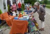 Ein Dorf macht Flohmarkt. Foto:  FD Gintarra