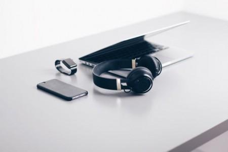 Schäden durch mangelhafte Elektrogeräte – worauf Verbraucher beim Kauf achten sollten .Bildt: unsplash/Christopher Gower.