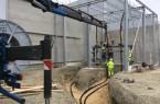 Im    April    wurden    die    armdicken  Hochsspannungskabel  verlegt,  über  die  ab  Spätsommer  die  neue  Luftzerlegungsanlage  des  Sauerstoffwerks  mit  Strom  versorgt wird. Fotos: Stadtwerke Bielefeld | Stefan Kronshage