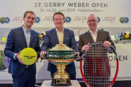 Turnierdirektor Ralf Weber (Mitte) freut sich gemeinsam mit Frank Heinkel (Projektleitung, rechts) und Stephan Pumpe (Leitung Marketing & Sponsoring) auf die 27. Turnierauflage des ATP 500er-Rasenevents im GERRY WEBER STADION. © GERRY WEBER OPEN (HalleWestfalen)