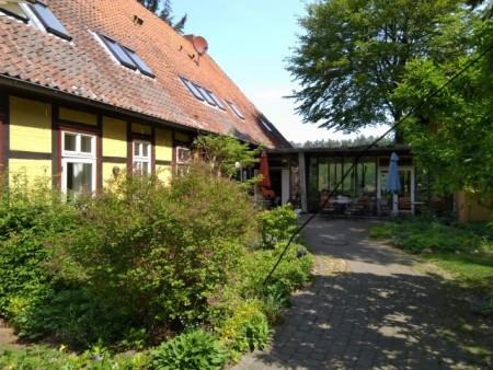 Der Hoteleingang vom Biohotel Kenners Landlust. Foto: Christian Ottenberg