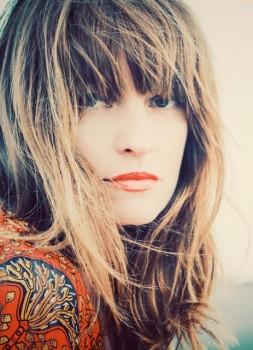 """Multitalent Ina Paule Klink singt unter ihrem Künstlernamen """"Paule"""" live als Support-Act von PUR, die im Rahmen ihrer großen """"Zwischen den Welten Open Air Tour"""" am 01. September 2019 im GERRY WEBER STADION in HalleWestfalen gastieren."""