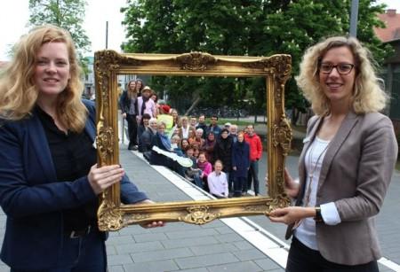 Lena Jeckel, Leiterin des Fachbereichs Kultur, (l.) und Andrea Wistuba, Koordinatorin der Veranstaltung, geben der Langenachtderkunst mit 32 beteiligten Veranstaltern, den passenden Rahmen.
