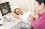 Für Schwangere in Bielefeld sind regelmäßige (Ultraschall-) Untersuchungen während der Schwangerschaft Teil der gesetzlichen Vorsorgeuntersuchungen. AOK/hfr.