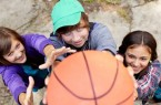 Auf die Körbe, fertig, los! Die 26. NRW Streetbasketball-Tour 2019 lädt an vielen Spielorten zur Teilnahme ein. Foto: AOK/hfr.