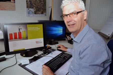 Mut zur Digitalisierung: Albrecht Pförtner, Geschäftsführer der pro Wirtschaft GT, rät Unternehmen, sich über passende Förderprogramme zu informieren.
