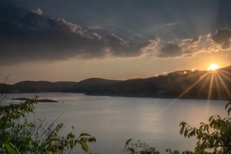 Edersee mit Abendhimmel, Foto: Shutterstock