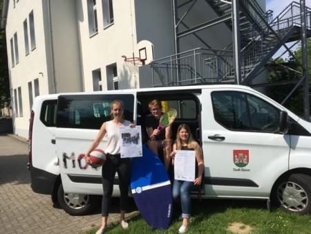 Freuen sich auf die Sommerferien 2019: v.l. Carolin Klute, Jugendarbeit, Niels Kalwa, Bundesfreiwilligendienstleistender und Nina Harmuth, Jugendarbeit.
