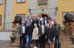 Gruppenbild mit Vertretern aus allen Partnerstädten vor dem Bergwerk-Museum in Falun. Foto: Stadt Gütersloh
