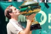 Ein Kuss für den Pokal. Der Sieger der 27. NOVENTI OPEN, Roger Federer. © NOVENTI OPEN/HalleWestfalen